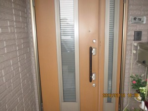 鍵が開かない玄関