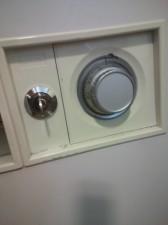 鍵が開かない金庫
