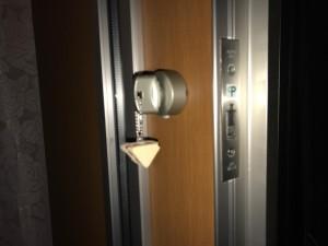 鍵を取り付けたドア