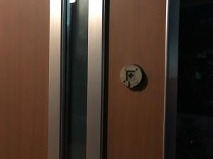 鍵を外したドア